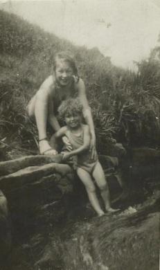cynthia dean holds glyn 1940